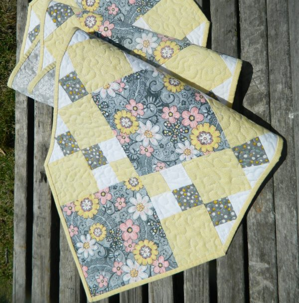 GloryQuilts Table Runner
